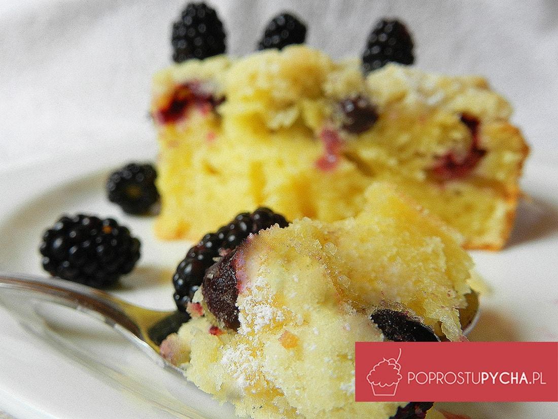 Ciasto ucierane z jeżynami i porzeczkami