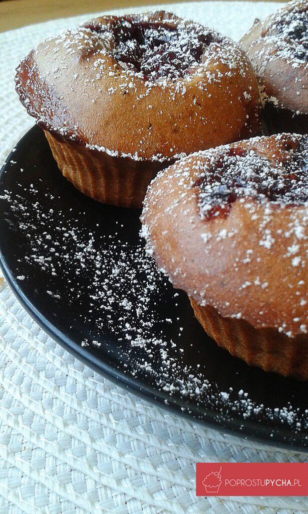 Czekoladowe muffinki jogurtowe zwiśniami