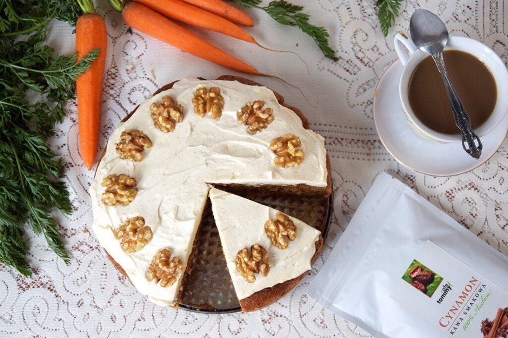 Ciasto marchewkowe zkremem, orzechami ikawą