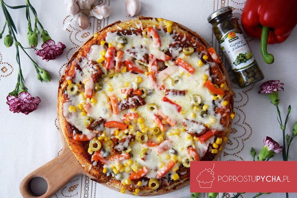 Pizza zpatelni zsuszonymi pomidorami