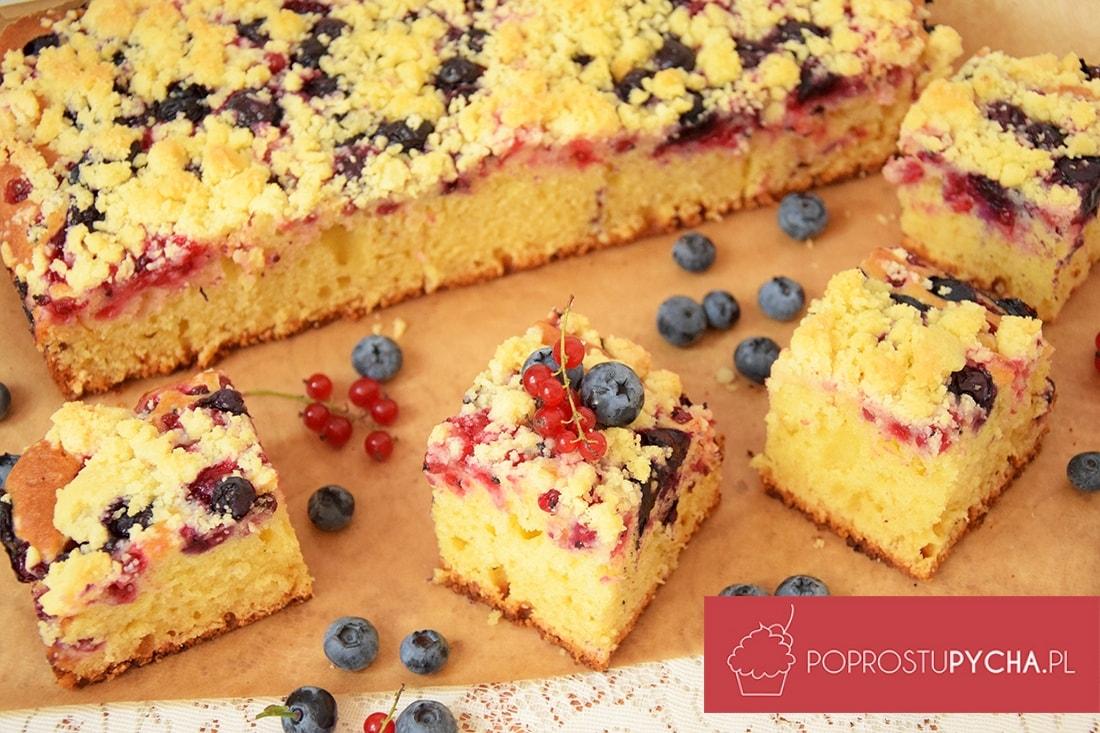 proste ciasto z owocami i kruszonką