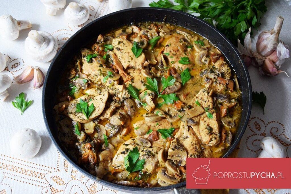 kurczak wlekkim sosie grzybowym
