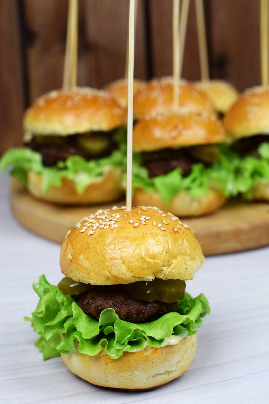 Mini hamburgerki zdomowymi bułkami
