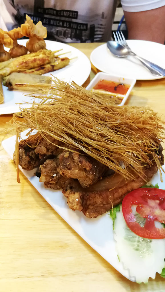 Wieprzowe żeberka zchrupiącą trawą cytrynową - Tajlandia