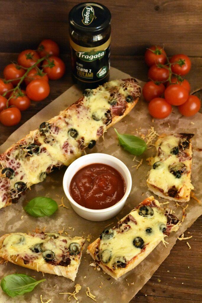 Szybkie, domowe zapiekanki zsuszonymi pomidorami