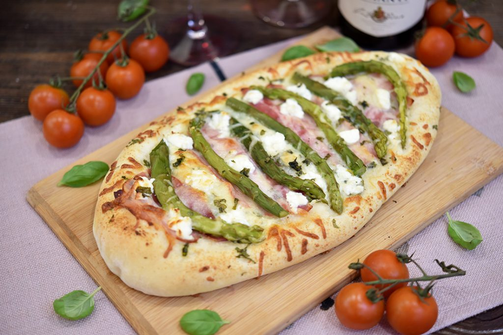 Pizza zeszparagami ifetą