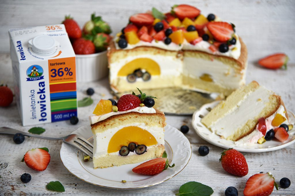 Ciasto biszkoptowe zowocami