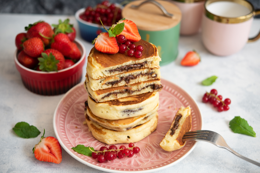 Puszyste pancakes z nutellą w środku