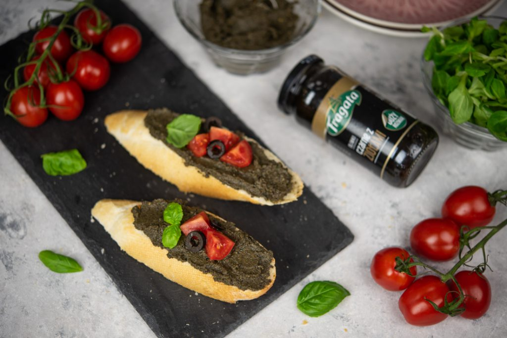 pasta zczarnych oliwek