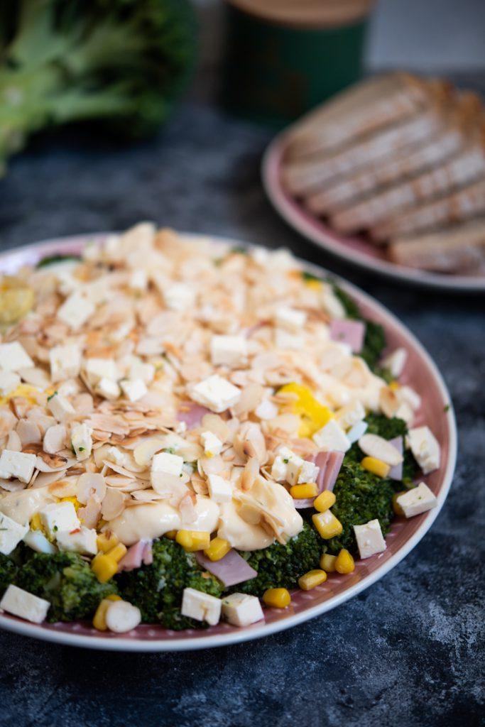Sałatka brokułowa zserem feta