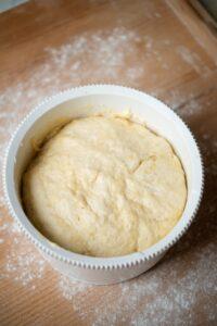 Wyrośnięte ciasto drożdżowe
