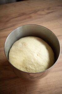 Wyrośnięte ciasto narogale