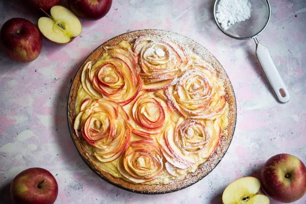 Przepis natartę zjabłkami ibudyniem